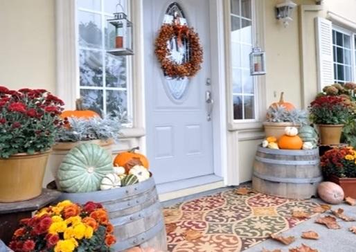 Vchdové dvere s dekoráciami